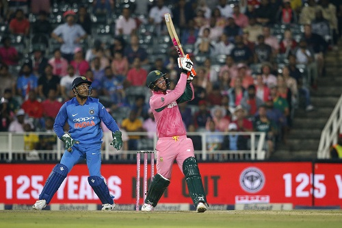 Proteas batsman Heinrich Klaasen (R) hits a six during the fourth One Day International cricket match between South Africa and India at Wanderers cricket ground on February 10, 2018 in Johannesburg, South Africa.   / AFP PHOTO / GIANLUIGI GUERCIA