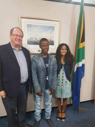 Paseka Mboro with Cape Town Deputy Ian Nelson. Nelson has been given the responsibility of managing the water shortage crisis. Facebook.