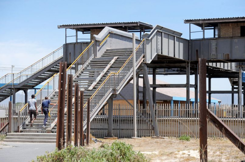 Cape Town - 180207 - Pictured is Kapteinsklip station in Mitchells Plain. The central line has been indefinitely suspended by Metrorail. It is believed that vandalism, derailments and violence are some of the reasons for Metrorail's decision. Picture: David Ritchie/African News Agency/ANA