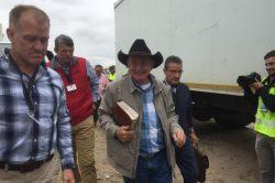 Angus Buchan prays for rain in overcast Cape Town