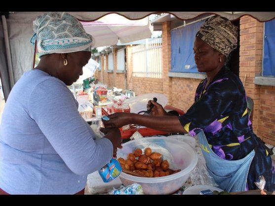 Jeminah Mametsha helps a customer. Photo: Thato Mahlangu.