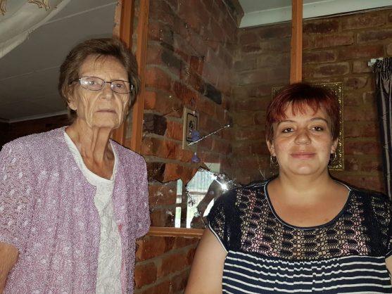 Grietjie van Vuuren (81) and her granddaughter Suretha (29).