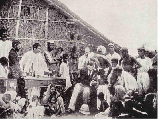 Anti-cholera inoculation in Calcutta in 1894. Wellcome Collection, CC BY-SA