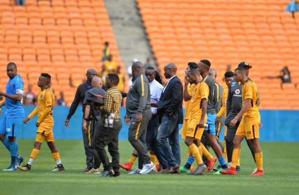 Steve Komphela and Kaizer Chiefs players during the Absa Premiership match between Kaizer Chiefs and Chippa United at FNB Stadium. (Photo by Lefty Shivambu/Gallo Images)