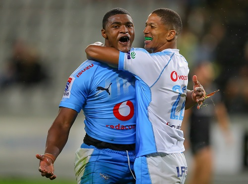 Manie Libbok of the Vodacom Bulls congratulates Warrick Gallant of the Vodacom Bulls after scoring his third try during the Super Rugby match between Cell C Sharks and Vodacom Bulls at Jonsson Kings Park Stadium Stadium on April 14, 2018 in Durban, South Africa. (Photo by Gordon Arons/Gallo Images)