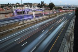 Drivers now set to be fined R500 for every e-toll gantry they pass under without paying – DA
