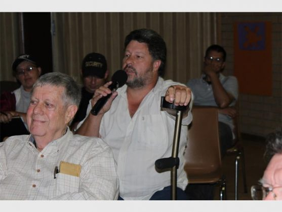 Holding the microphone is Ward 84 Councillor Gert Niemand at the anti-mining meeting. Photo: Lungi Ndimande.