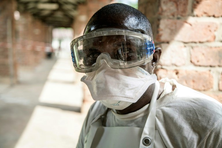 DRC health workers brave political tensions to continue fight against Ebola