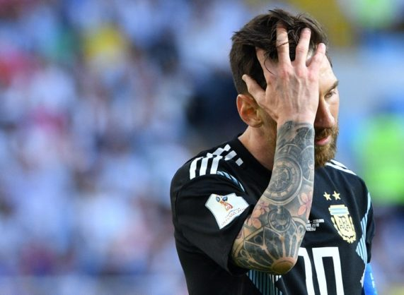 Argentina's forward Lionel Messi reacts at the end of the Russia 2018 World Cup Group D football match between Argentina and Iceland at the Spartak Stadium in Moscow on June 16, 2018. / AFP PHOTO / Mladen ANTONOV / RESTRICTED TO EDITORIAL USE - NO MOBILE PUSH ALERTS/DOWNLOADS