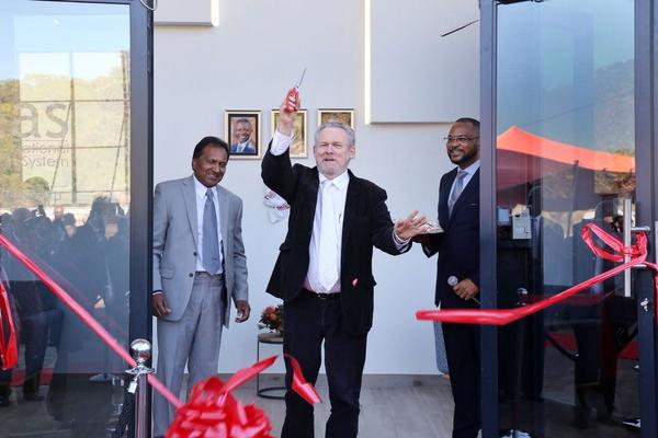 Minister Rob Davies cuts the ribbon to mark the opening of the new offices of the South African accreditation System (Sana) in Equestria, east of of Pretoria, as Sanas board chairman Prags Govender and CEO Ron Josias look on. PHOTO: Supplied/the department of trade and industry