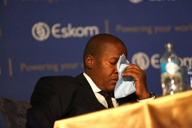 Molefe, Gigaba and their alleged backpacks of Gupta cash