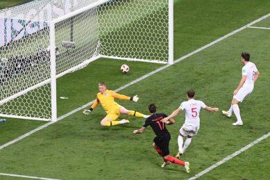 Mandzukic breaks England hearts and fires Croatia into World Cup final