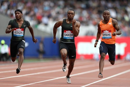 Akani Simbine (R) engaged in a thrilling battle in London. Photo: Getty Images.
