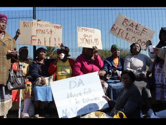 Mamelodi protesters shut down local city offices. Picture: Pretoria East Rekord.