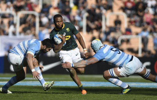 Lukhanyo Am is tackled by Argentina's Los Pumas Nahuel Tetaz Chaparro (L) and Tomas Lavanini (2-L) during the Rugby Championship 2018 test match at Malvinas Argentinas stadium in Mendoza, some 1050 km west of Buenos Aires, Argentina on August, 2018. / AFP PHOTO / Andres Larrovere