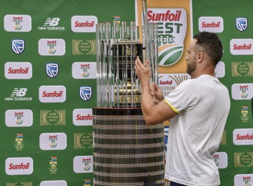 Faf du Plessis(C) of South Africa unveils the series winning trophy after beating India 2-1 during day 4 of the 3rd Sunfoil Test match between South Africa and India at Bidvest Wanderers Stadium on January 27, 2018 in Johannesburg, South Africa. (Photo by Christiaan Kotze/Gallo Images)