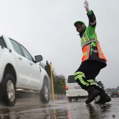 JMPD officers will be replacing OUTsurance pointsmen. Image: Twitter/@PS_Maja
