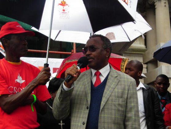 KZN Premier Willies Mchunu addresses the crowd at the 2012 SABC Crown Awards. Image: Twitter/@SabcCrownAwards