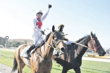 Thumbs-up for no-whip race at Charity Mile