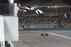 Lewis Hamilton wins crash-hit final F1 race (video)