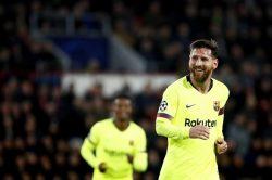 Messi's free-kick magic keeps Barca top