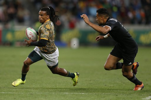 South Africa's Rosko Specman (L) on his way to score a try during the first day of the Rugby Sevens tournament on December 8, 2017 at the Cape Town Stadium in Cape Town, South Africa. (Photo by GIANLUIGI GUERCIA / AFP)