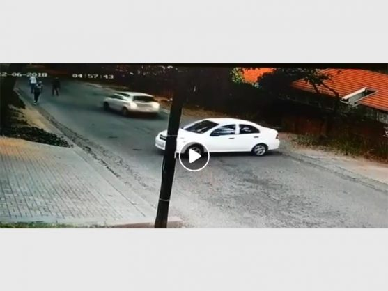 A screenshot of the video, where the victim reversed into the vehicle the three suspects got out of. Photo: Facebook