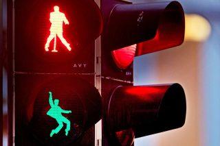 German town puts Elvis on traffic lights