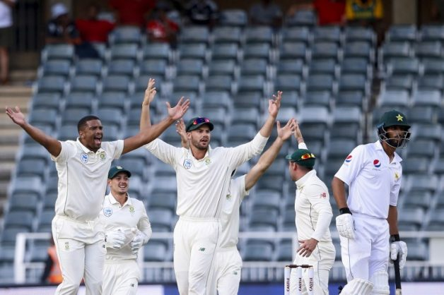 South Africa's bowler Vernon Philander (L) celebrates the dismissal of Pakistan's batsman Shan Masood (R) during the first day of the third Cricket Test match between South Africa and Pakistan at Wanderers cricket stadium in Johannesburg on January 11, 2019. (Photo by GIANLUIGI GUERCIA / AFP)