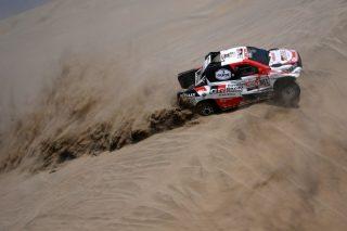 SA cling to Dakar lead despite difficulties