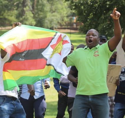 Zimbabwe inflation hits 290%, second only to Venezuela – economist