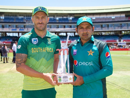 Captains Faf du Plessis and Sarfraz Ahmed with Series Trophy during the 1st Momentum One Day International between South Africa and Pakistan at St Georges Park on January 19, 2019 in Port Elizabeth, South Africa. (Photo by Richard Huggard/Gallo Images)