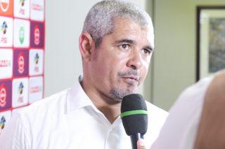 Mpengesi extends Larsen's contract