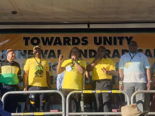 ANC president Cyril Ramaphosa addressing ANC supporters in Vosloorus. Photo by Lindi Masinga/ANA