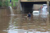 WATCH: Taxi gets stuck after Brakpan underpass floods