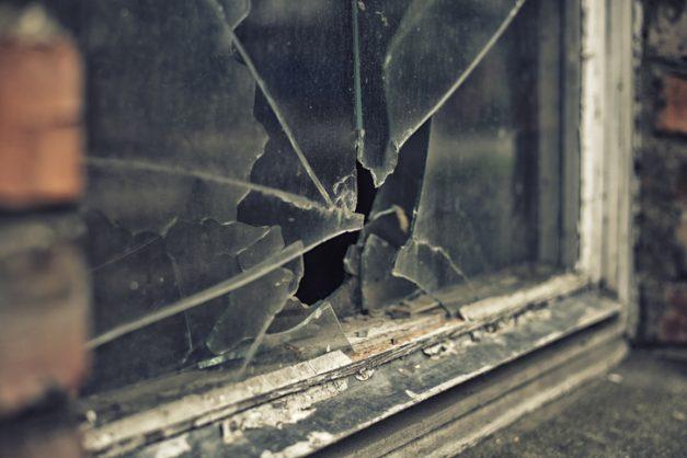Hammer and gun-wielding gang robs Foschini store at Cape Town shopping centre