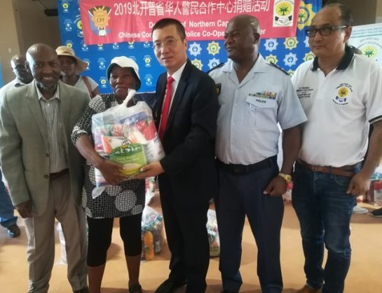 Handing out food parcels in Homevale, Kimberley, are from left, Sol Plaatje Municipality Mayor Patrick Mabilo, a community member, People's Republic of China Consulate General Lin Jing, Northern Cape SAPS deputy provincial commissioner Major-General Phiwe Mnguni and the police liaison officer for the Chinese Embassy in South Africa, Counselor Yu Yuan. Picture: ANA