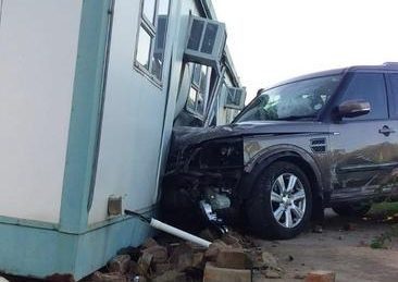 Allegedly drunk Pretoria man crashes Land Rover into police station
