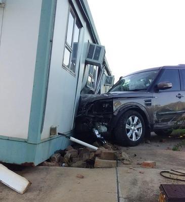 Allegedly drunk Pretoria man crashes Land Rover into police station