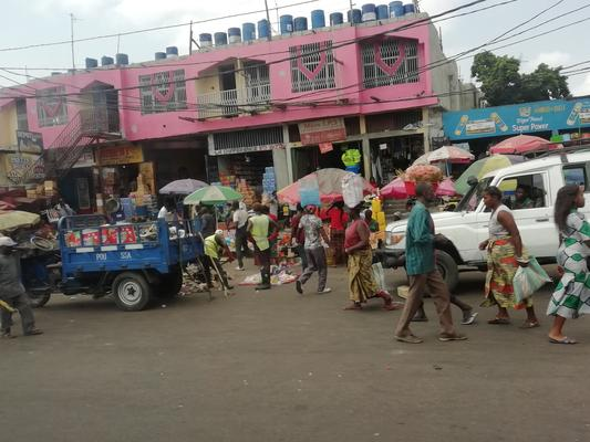 It's a busy day in one of the markets in Kinshasa (Pic: Siphelele Dludla)