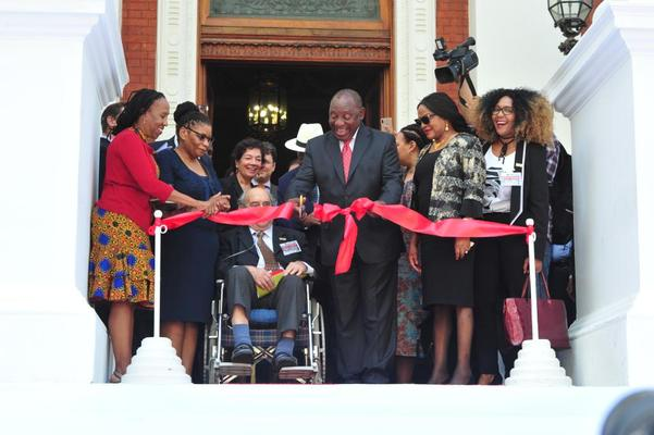President Cyril Ramaphosa on Tuesday unveiled the constitutional inscriptions which officially closed the year-long commemoration of the 100-year birthday anniversaries of former Statesman Nelson Mandela and anti-apartheid activist, Albertina Sisulu. PHOTO: Supplied/ GCIS