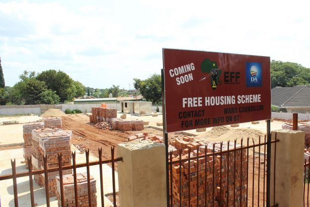 Centurion property owner erects dodgy 'free-for-all housing' signs