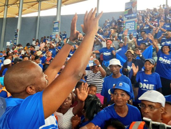 DA leader Mmusi Maimane gestures to eager crowds at the party's Gauteng manifesto launch. Image: Twitter/@Jose2ab