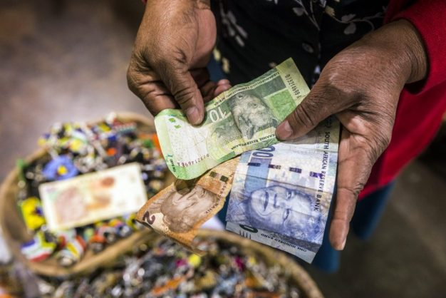 In 2017 South Africa's formal sector had a higher average wage than those in Sweden, Japan, New Zealand, and 10 other wealthy countries. Picture: Waldo Swiegers, Bloomberg.