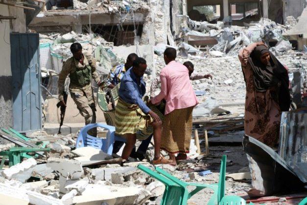 A victim is removed from the Maka Al-Mukarama hotel in  Mogadishu on March 1, 2019 following a 24-hour seige by Al-Shabaab jihadists. AFP/File/Abdirazak Hussein FARAH
