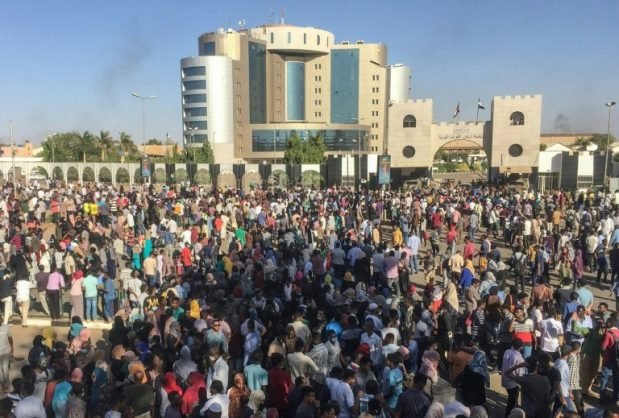 Sudanese protesters shout anti-government slogans outside the military headquarters in the capital Khartoum on April 6, 2019. AFP/-