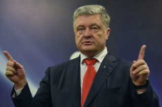 Ukraine risks defaulting if bank returned to tycoon: president