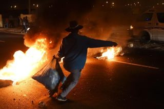 Destructive riots are caused by failed political leaders