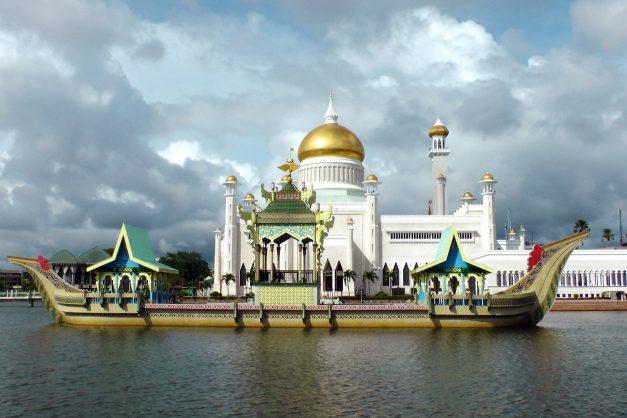 Elton John joins call for boycott of Brunei-owned hotels