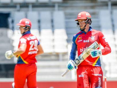 Dwaine Pretorius and Rassie van der Dussen. Photo: Gallo Images.